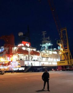 Picture of RV Polarstern in harbour at night